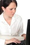 Donna di affari che lavora al calcolatore Fotografia Stock Libera da Diritti