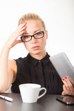Donna di affari che lavora al pc del ridurre in pani Immagine Stock