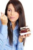 Donna di affari che mangia la torta fotografia stock libera da diritti