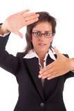 Donna di affari che mostra gesto di mano d'inquadramento Fotografia Stock