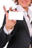 Donna di affari che mostra un BusinessCard in bianco Immagini Stock