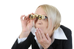 Donna di affari che osserva tramite il binocolo Fotografia Stock Libera da Diritti