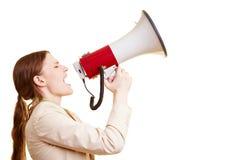 Donna di affari che per mezzo di un megafono Immagine Stock Libera da Diritti
