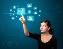 Donna di affari che preme tipo sociale moderno di icone Fotografia Stock Libera da Diritti