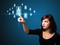Donna di affari che preme tipo sociale moderno di icone Immagine Stock