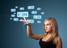 Donna di affari che preme tipo sociale moderno di icone Immagini Stock