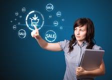 Donna di affari che premono promozione virtuale e facilmente trasportabile di CI Fotografie Stock