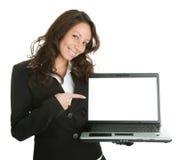 Donna di affari che presenta laptopn Immagine Stock