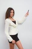 Donna di affari che presenta in minigonna Immagini Stock