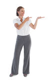 Donna di affari che presenta qualcosa Immagine Stock