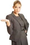 Donna di affari che presenta qualcosa Fotografie Stock