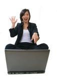 Donna di affari che sembra felice fotografie stock libere da diritti