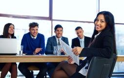 Donna di affari che si siede all'intervista Immagine Stock Libera da Diritti