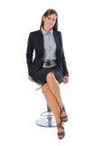Donna di affari che si siede su una presidenza Fotografia Stock Libera da Diritti