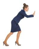 Donna di affari che spinge qualcosa lei Immagini Stock Libere da Diritti