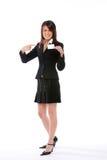 Donna di affari che spinge una scheda che lo indica Immagini Stock Libere da Diritti