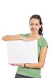 Donna di affari che tiene lavagna per appunti in bianco immagini stock libere da diritti
