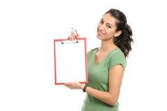 Donna di affari che tiene lavagna per appunti in bianco immagini stock