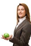 Donna di affari che tiene mela verde. Fotografia Stock