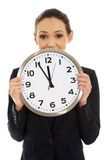 Donna di affari che tiene un grande orologio Fotografie Stock