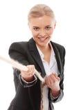 Donna di affari che tira una parte della corda Immagine Stock Libera da Diritti