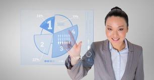 Donna di affari che tocca diagramma a torta digitalmente generato fotografia stock