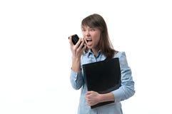 Donna di affari che urla lui immagine stock