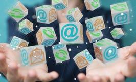 Donna di affari che usando la rappresentazione di galleggiamento del contatto 3D del cubo Fotografia Stock Libera da Diritti