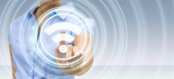 Donna di affari che usando la rappresentazione libera dell'interfaccia 3D di punto caldo di wifi Fotografia Stock Libera da Diritti