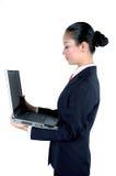 Donna di affari cinese con il computer portatile immagine stock libera da diritti