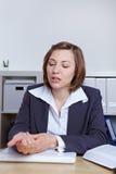 Donna di affari con dolore della manopola Fotografia Stock