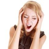 Donna di affari con dolore della testa di emicrania che grida Immagine Stock