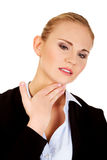 Donna di affari con dolore terribile della gola Immagini Stock Libere da Diritti