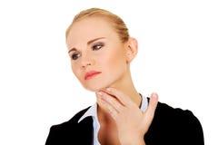 Donna di affari con dolore terribile della gola Fotografia Stock