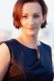 Donna di affari con i capelli di scarsità fuori Immagine Stock