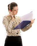 Donna di affari con i dispositivi di piegatura. Isolato su bianco Fotografia Stock Libera da Diritti