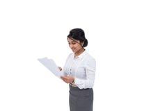 Donna di affari con i documenti Immagine Stock Libera da Diritti