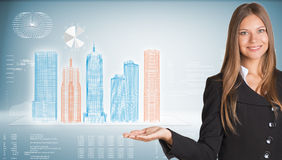 Donna di affari con i grattacieli alta tecnologia e Immagini Stock Libere da Diritti