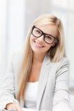 Donna di affari con i vetri Fotografia Stock