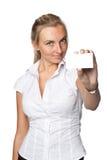 Donna di affari con il biglietto da visita in bianco Immagine Stock Libera da Diritti