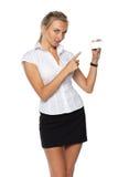 Donna di affari con il biglietto da visita in bianco Fotografia Stock