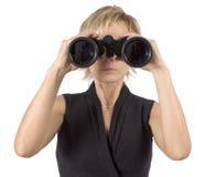 Donna di affari con il binocolo immagine stock