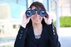 Donna di affari con il binocolo Fotografia Stock