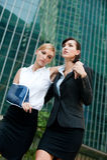 Donna di affari con il braccio danneggiato Fotografia Stock Libera da Diritti