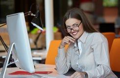 Donna di affari con il calcolatore Fotografia Stock Libera da Diritti