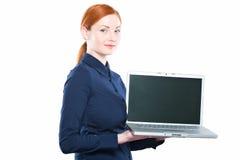 Donna di affari con il computer portatile isolato su un fondo bianco Immagini Stock