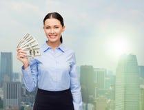 Donna di affari con il denaro contante del dollaro Fotografie Stock Libere da Diritti