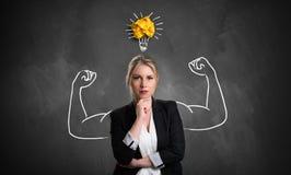 Donna di affari con il disegno che simbolizza potere illustrazione vettoriale