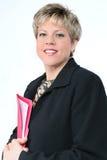 Donna di affari con il dispositivo di piegatura di archivio rosso Immagini Stock