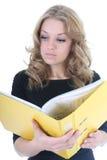 Donna di affari con il dispositivo di piegatura giallo Fotografie Stock